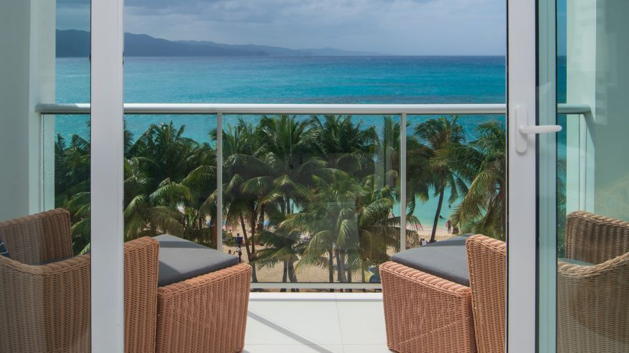 Sky_Club_Ocean_View_Spa_Suite,_S_Hotel_Jamaica,_Accommodation_in_Montego_Bay_2
