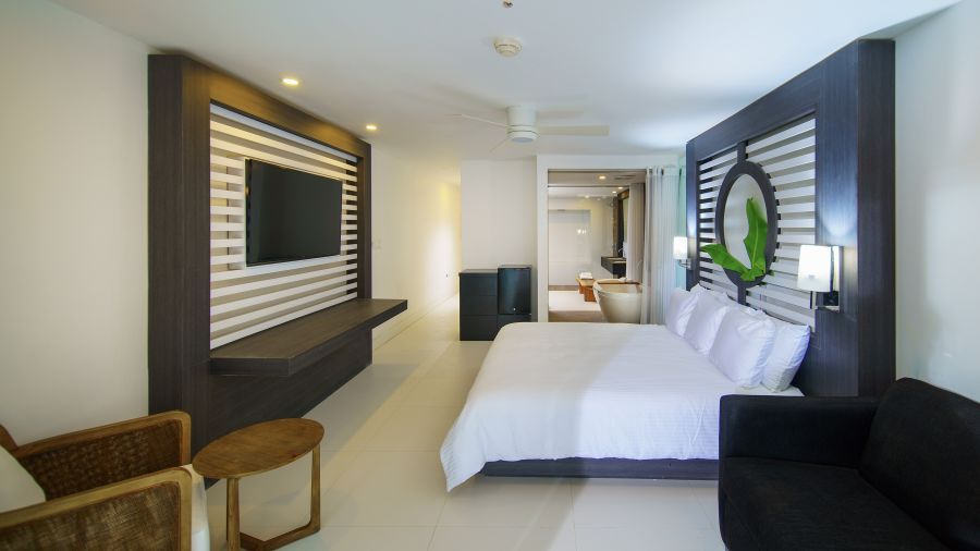 Sky_Club_Ocean_View_Spa_Suite,_S_Hotel_Jamaica,__Accommodation_in_Montego_Bay_3