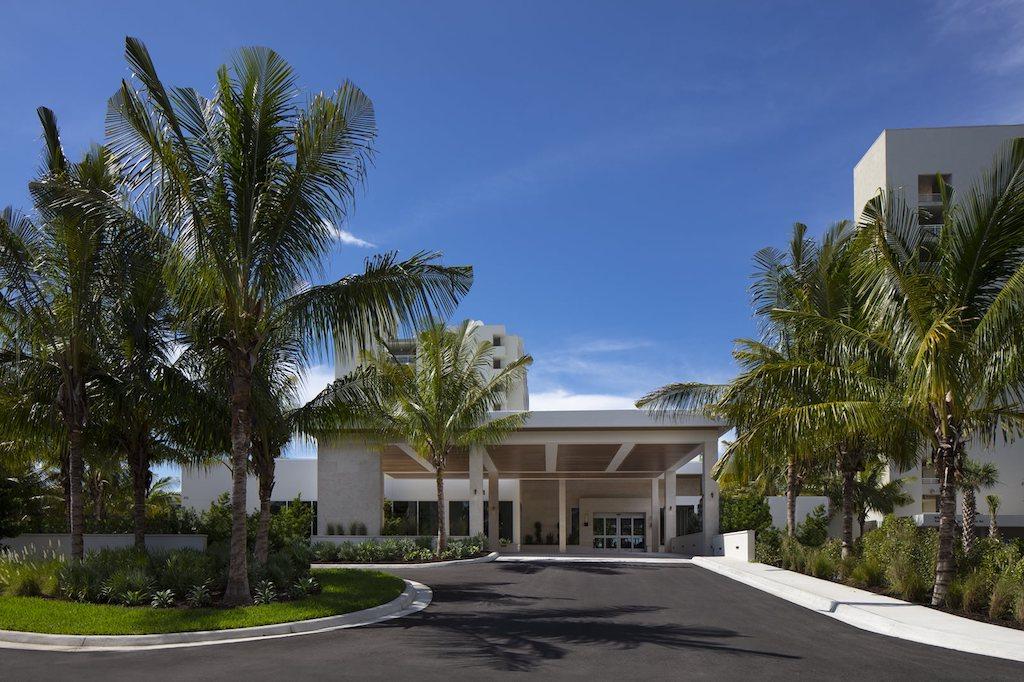 The-Resort-at-Longboat-Key-Club-Entrance-Day_1