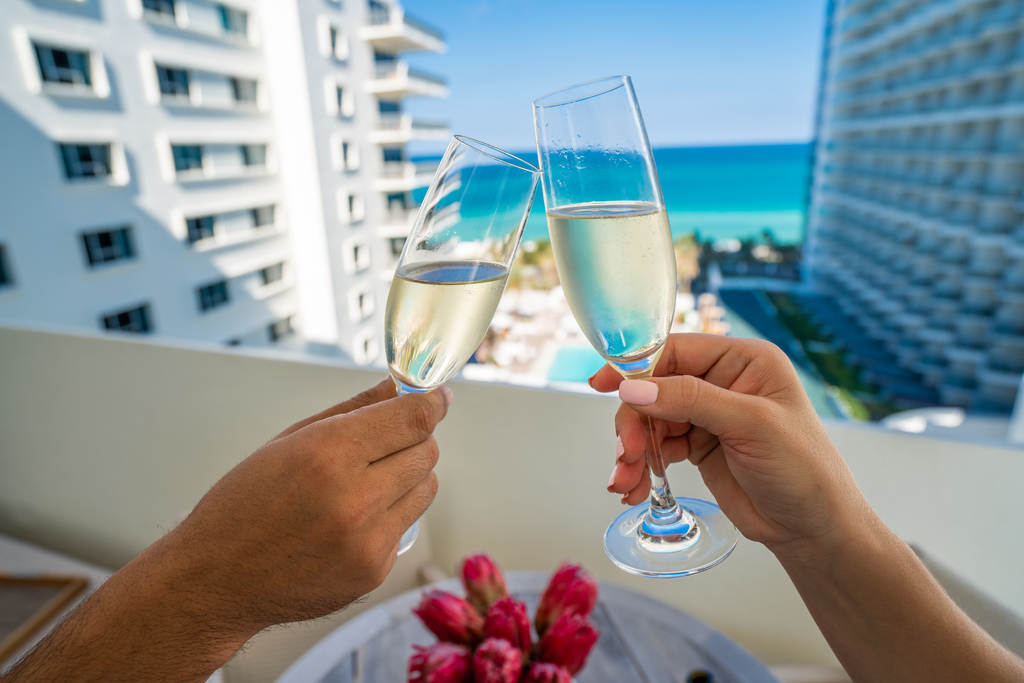 Umi Suite Balcony with Champagne 2