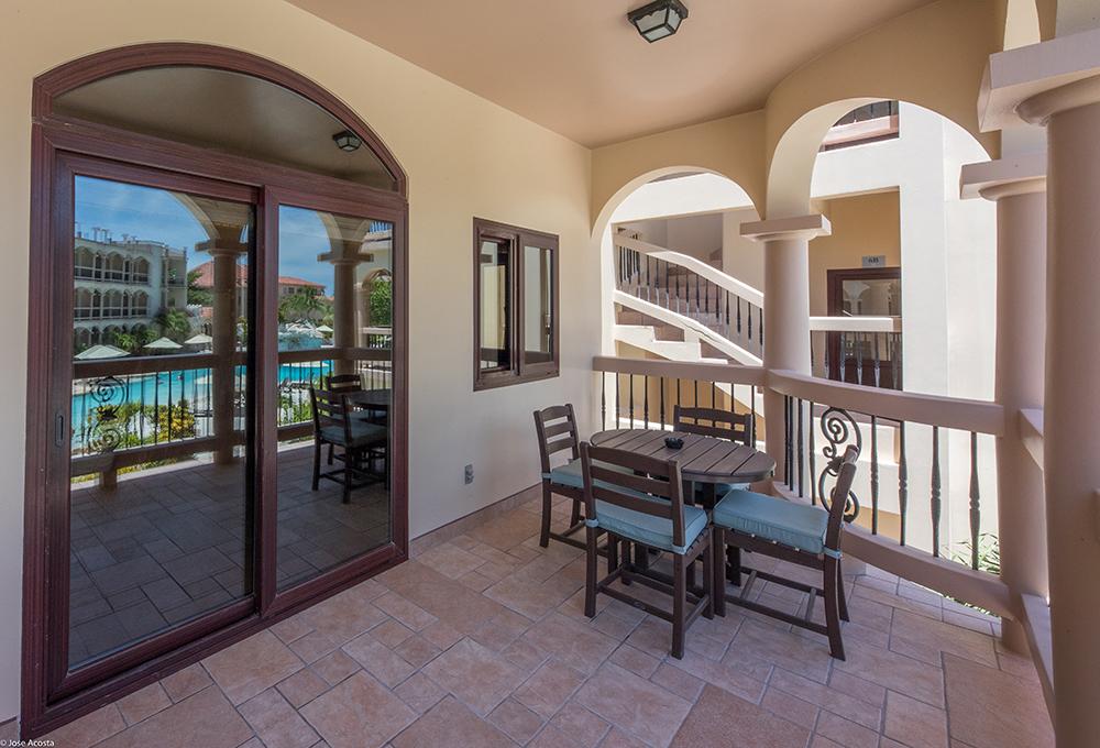 coco-belize-hero-Pool-View-Balcony
